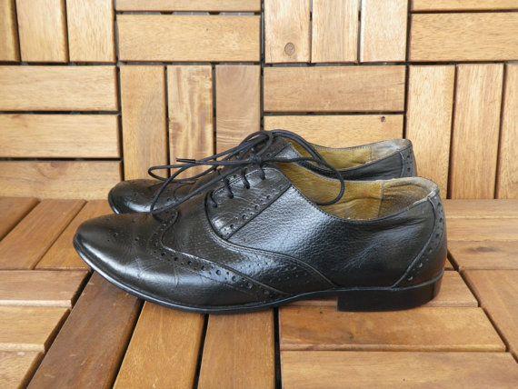Vestuario Lucio. Zapatos de cuero negro