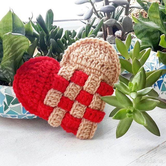 Ready for Valentine's Day? 😻❤💓💖Готовитесь ко Дню Святого Валентина? 😉  #valentinesdate #crochetheart #crochet #crochetlove #crochetforbeginners #crochetheart #valentinesday #wedding #weddingcrochet #crochetwedding #kandiana #crochetinspiration #instacrochet #instafashion #showyourwork #christmas #crochetchristmas #amigurumi #crochetvalentine #вяжутнетолькобабушки #kandianapattern #вяжукрючком #вяжуипродаю #схемыкрючком #вяжу #вяжукрючком #деньсвятоговалентина #crochetvday