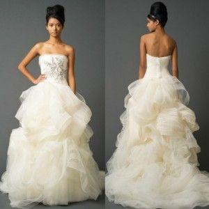 39 best vera wang wedding dress images on pinterest for Vera wang trumpet wedding dresses