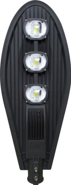 Fiind solutia ideala pentru a fi montata la inaltimi mari datorita puterii celor 3 LED-uri individuale de 50W LAMPA STRADALA CU LED 150W ALB RECE are o durata de viata mare de 30.000 ora si un flux luminos eficient de 85 lumeni/Watt.