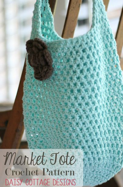 Whip up one of these market totes in no time! Fresh and fun, it's perfect for a day at the beach or for carrying home veggies from the farmer's market. #markettote #crochetideas