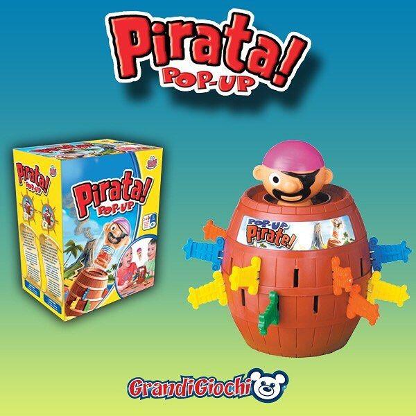I giochi d'azione sono i preferiti della tua famiglia? Pirata Pop Up è il gioco che tiene tutti con il fiato sospeso, chi farà esplodere il pirata? Inserisci il pirata nel barile e infila le spade nelle fessure; ma fa attenzione, il pirata potrebbe saltar fuori dal barile in ogni momento! #PirataPopUp #GrandiGiochi #azione #bambini #famiglia #Natale2016 #regali