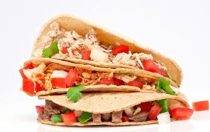 Le fajitas di pollo - Un piatto tipico della cucina tex-mex oggi conosciuto in tutto il mondo. Si tratta di tortillas di grano con ripieno di carne, peperoni, cipolla e salse di accompagnamento.