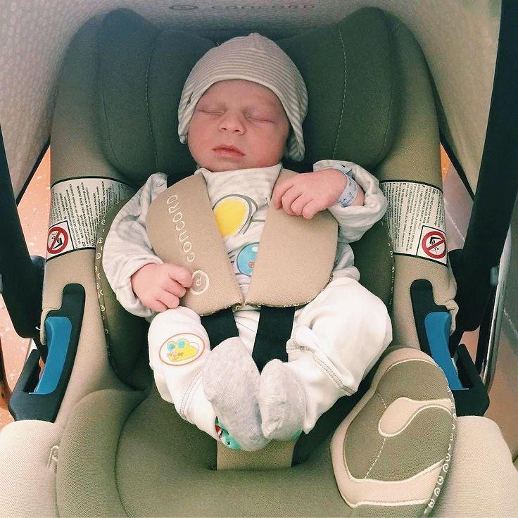 Sleepy mornings   #monday #mondaymorning #morning #goodmorning #helloweek #startoftheweek #baby #concord #concordair #concordairsafe #safety #babyproducts #inthrcar #car #restrain #carrycot #kindersitz #sillacoche #sillaseguridad #newborn #bebe #repost @helenka1986