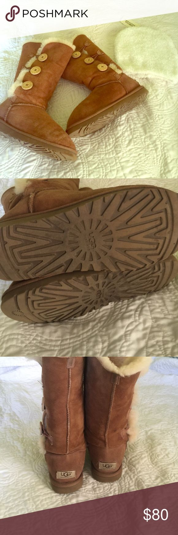 Chestnut Uggs Really good condition besides the small water line that isn't noticeable when on at all & a tiny little stain on the right foot backside but I made sure extra light hit the line so you can till its there can easily be cleaned with ugg cleaning kit I do it all the time with other uggs but I just got new ones & don't need these anymore. Selling at a good price compared to others and the condition.If you have an ugg cleaning kit please let me know I just ran out 👍🏻 PERFECT FOR…
