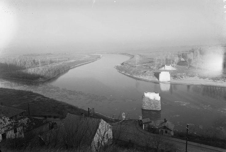 1953 orig: UVATERV MAGYARORSZÁG TOKAJ balról a Tiszába torkolló Bodrog, szemben a felrobbantott Erzsébet híd pillérei.