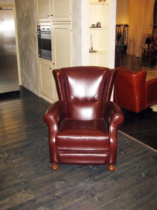 ASSI D'ASOLO  Poltrona mod. Dover in pelle Auckland testa di moro.  Prezzo listino € 1.904,00  Prezzo offerta € 950,00 DEVINCENTI MULTILIVING Via Casaloldo, 2 46040 Piubega Mantova 0376 65530 #design #mantua #devincenti #multiliving #arredamento #showroom #mantova #furniture #piubega