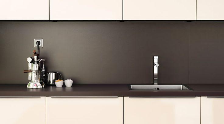 PERSONLIG ألواح حائط متوفرة بنفس الألوان المتوفرة في أسطح العمل المصقولة والأكريليك والحجرية كما يمكن إعدادها بشكل خاص لتناسب مطبخك بشكل مثالي
