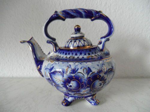 Alte-sehr-dekorative-Porzellan-Teekanne-Russland-Hand-Made-GZHEL-Russia-A913