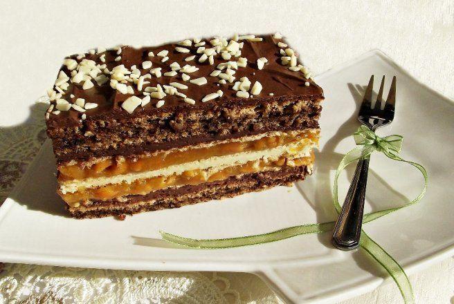 Retete Culinare - Prajitura cu blat de nuca, foi de napolitana si caramel