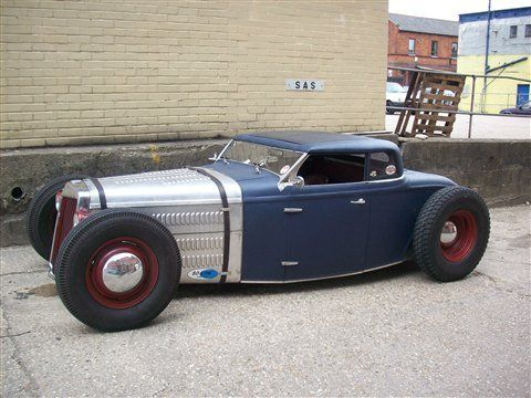 Love love love the roof and hood!  Wondering if this even a 32 Ford actually?