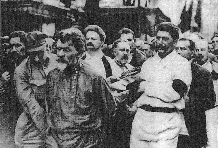 apparently the 1926 funeral of felix dzerzhinsky. i think the front is kalinin, behind left is trotsky and kamenev, and on the right is stalin and bukharin. far left looks like rykov.