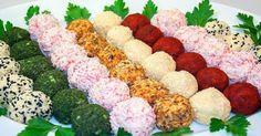 Cînd se apropie sărbătorile de iarnă, fiecare gospodină se străduie să inventeze mâncăruri originale și aspectuoase pentru masa festivă, unde invitați vor fi prietenii și familia. Și dacă bucatele din carne este destul de difil să fie servite într-un fel mai deosebit, atunci aperitivele și salatele pot cu ușurință să transforme sărbătoarea în una colorată și frumoasă. Noi am pregătit pentru dumneavoastră câteva rețete interesante, care, cu siguranță, vor fi vedetele oricărei mese festive…