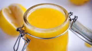 BRITISK FAVORITT : Lemon curd. Nå har den erobret Norge. Foto: METTE MØLLER
