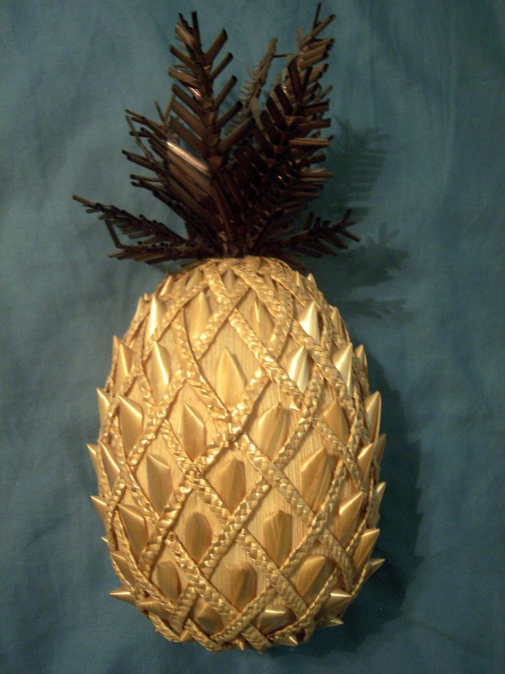 Pineapple by Linda Meeker, California straw arts guild