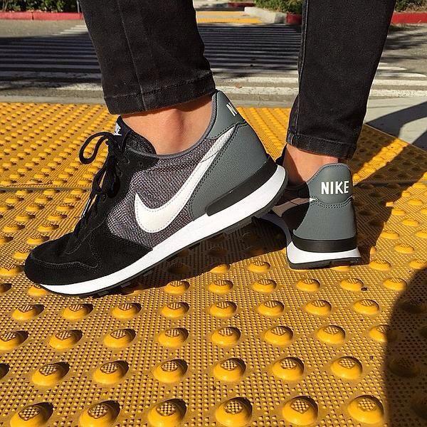 Nike 'Internationalist' Sneaker in gedeckten Farben.
