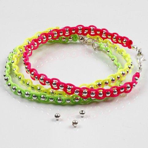 Neonfärgad knytsnöre på smyckewire