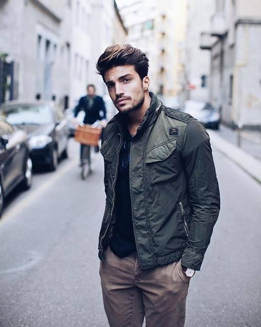Mariano Di Vaio looks amazing with the Fay Field Jacket during his daily life: a perfect item that adapts to different occasions.