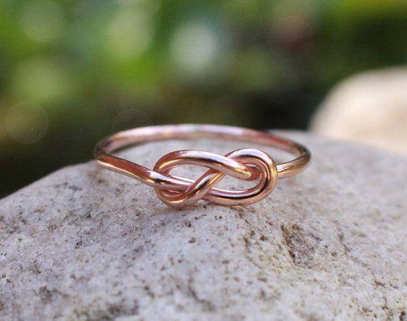 Unendlich-Knoten-Ring 14K Rose Gold gefüllt von MountainMetalcraft