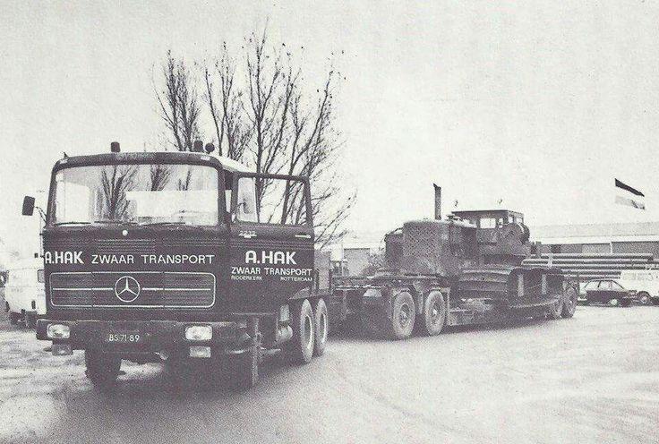 Mercedes LPS 2232 6X4 met dieplader aanhanger van A. Hak Zwaar Transport
