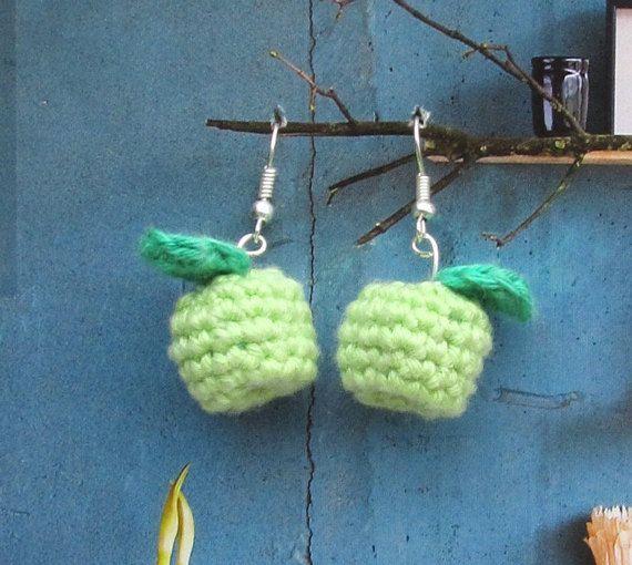 Groene appeltjes: gehaakte oorbellen door PurpleOrchidsShoppe