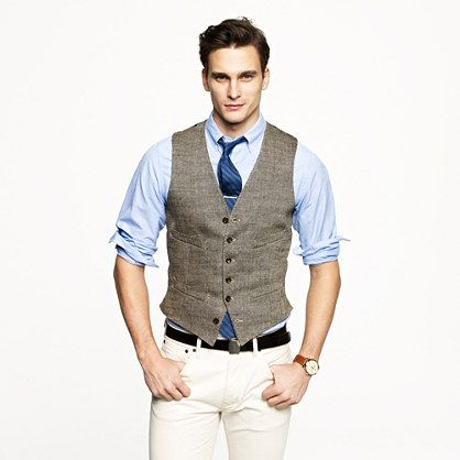 We updated our vests with a darted back and a longer, slimmer cut for a more tailored feel. This one is woven in herringbone linen from a renowned Italian mill and is one of the best ways to keep looking pulled together when the jacket comes off. <ul><li>Ludlow fit.</li><li>Italian linen.</li><li>Welt pockets.</li><li>Bemberg lining.</li><li>Dry clean.</li><li>Import.</li><li>Online only.</li></ul>