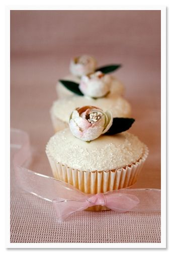 Cuuuute! Wedding cupcakes!