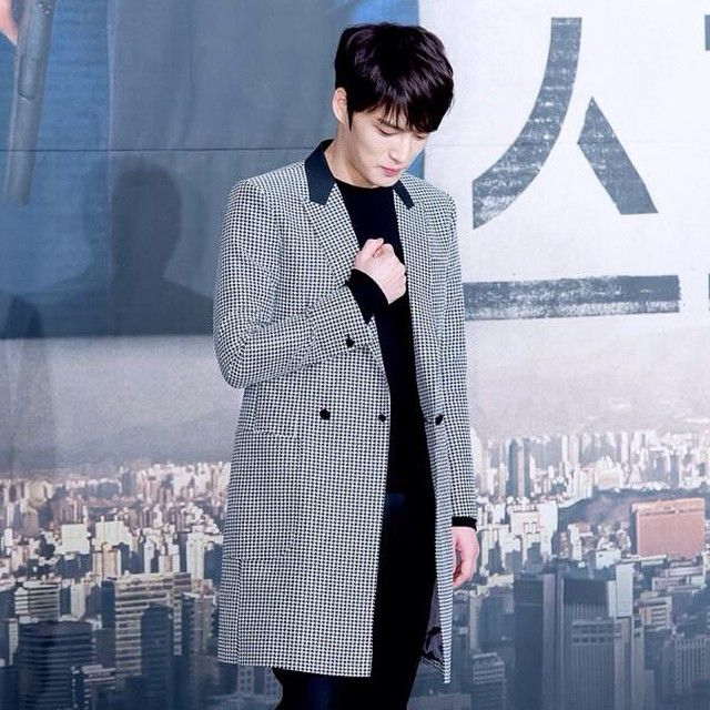 #Jaejoong wore a long coat with houndstooth design during the press con of the upcoming #KoreanDrama #SPY (01/06/15). Credit: Top Star News photo.  #KimJaejoong #김재중 #KoreanIdol #Korean #celebrity #star #actor #mensfashion #TheGordinCell #Allegiance