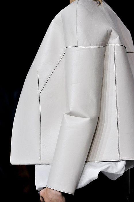 Blouson - Blanc - Cuire - Découpe geometric, structure, shapes, fashion, designer, inspiration, fashion design