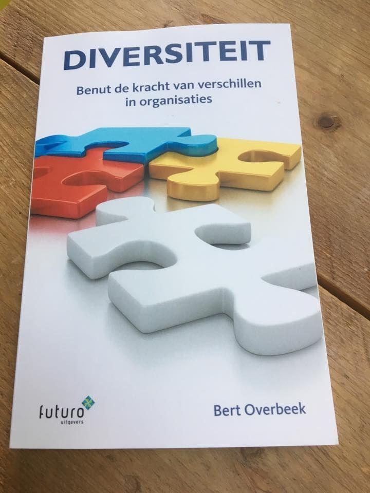 """Mooie reactie van Margreet over het nieuwe boek 'Diversiteit' van Bert Overbeek: """"Wat een aangename verrassing in de bus! Als gretige lezer en in overtuiging dat juist door verschil te maken je ertoe doet en organisaties profiteren van het benutten van de verschillen. Dank lieve Bert Overbeek ga t met meer dan genoegen lezen en gebruiken."""" #diversiteit #bertoverbeek #futurouitgevers"""