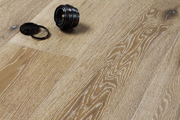 Assiti di Rovere decape' bianco rustico.  #Pavimenti in #parquet #rovere #flooring #legno #naturalwood #venature #interni