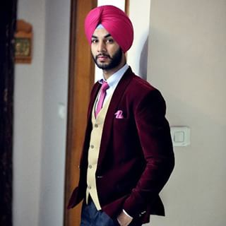Let's take a moment and appreciate this young man's sexy velvet blazer. | 21 Photos Of Dapper Sardars That Will Inspire You To Dress Better