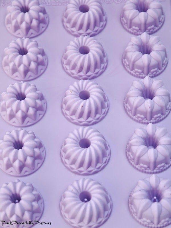 Розовые Piccadilly Пирожные: Довольно пастельных Кокосовые фунт Торты