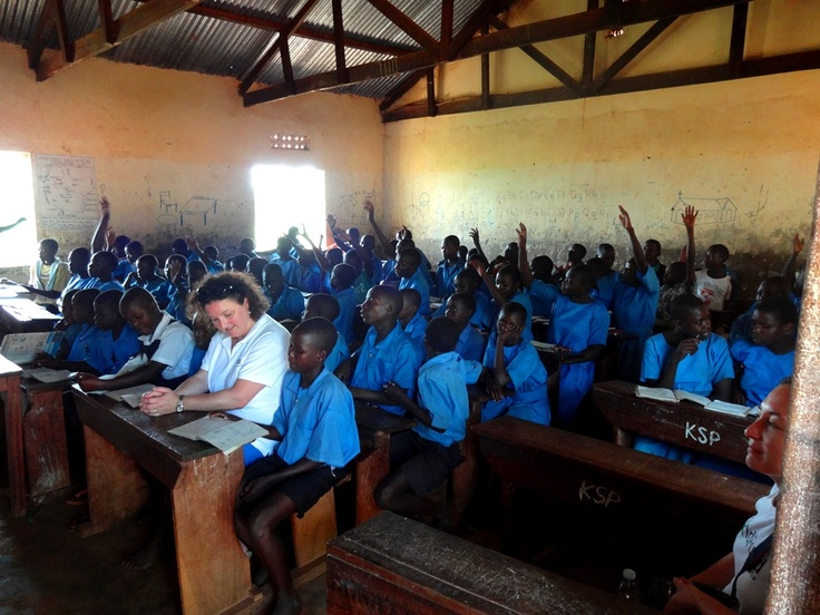 Julie Goodwin heading back to school in Uganda .... nice work Julie :)