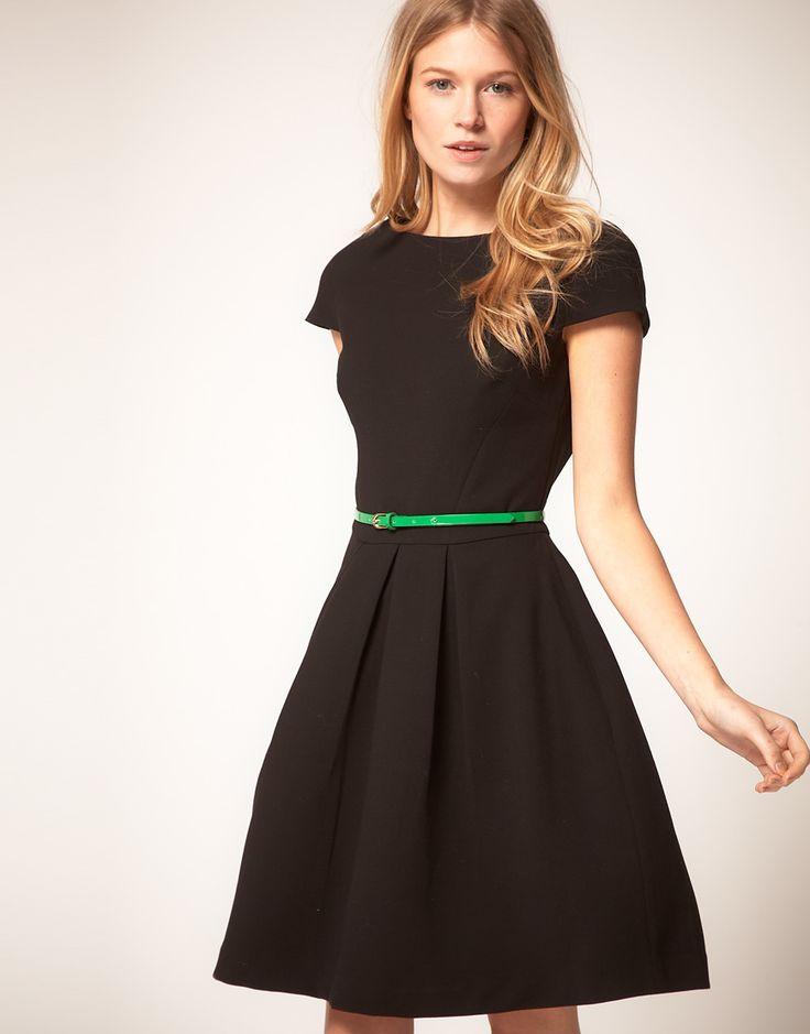 Как носить платье с широким поясом кушак.