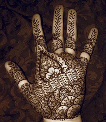 Traditional palm henna for Lindsay. Designs by Lindsay www.hennabylindsay.com