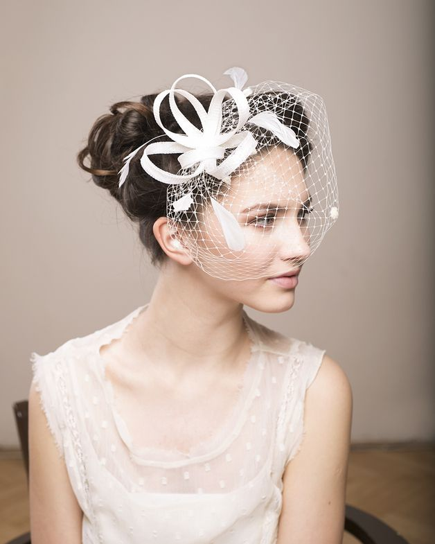 braut fascinator mit federn hochzeit schleier produkte. Black Bedroom Furniture Sets. Home Design Ideas
