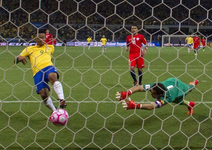 Brasil golea 3-0 a Chile y lo deja fuera del Mundial - La Jornada en linea