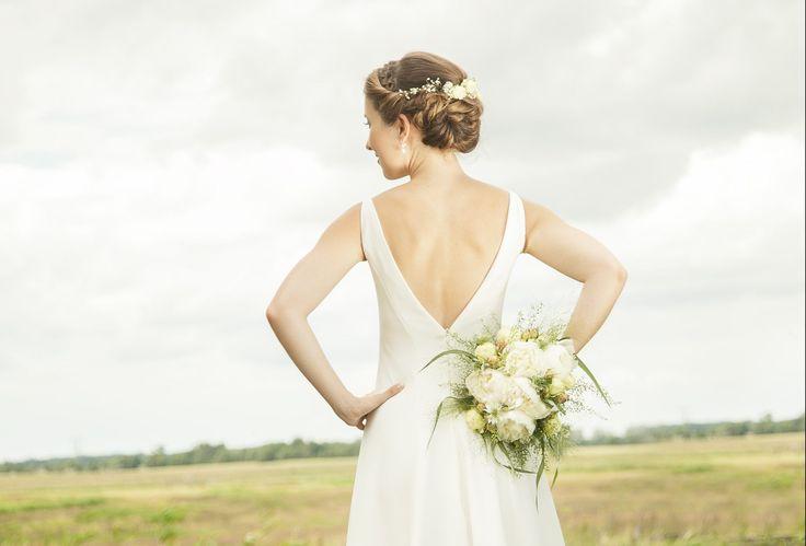"""Mein selbstgenähtes Hochzeitskleid Das eigene Brautkleid zu nähen bringt Unglück. """"Für jeden Stich eine Träne"""" und ja ich habe mich gestochen. Aber die Stichanzahl reicht zum Glück nicht einmal aus um einen Fingerhu…"""