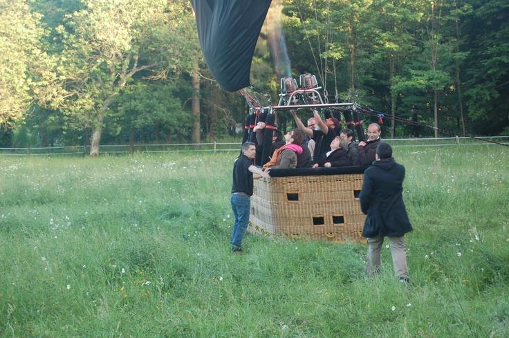 Tout le monde embarque ! #chateau #montgolfière #anjou  #douceurangevine  http://www.chateauchambiers.com/home/localisation-itineraires-maison-hotes-durtal-angers/