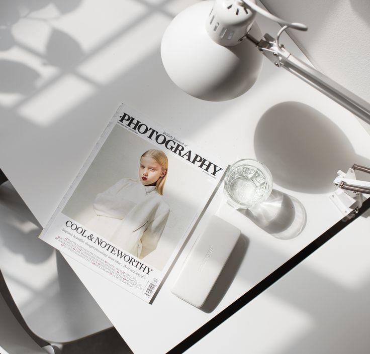 #workspace #workspacegoals #workspacestyling #minimalsetups #minimalism #minimalist #monochrome #monochromatic #scandistyle #scandinavianstyle #inredning #inredningsdetaljer #lifestyleblogger #lifestylephotography #flatlay #flatlaystyle #flatlayforever #whitedesk #deskorganizer #interiordetails #kontoret #inspocafe #officedecor #magazine #whiteliving #deskdecor #deskgoals