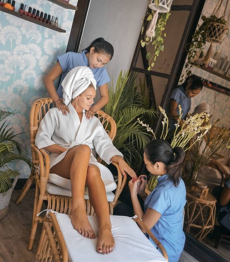 #Bali. One of the most recommended place to treat myself is at @BronzBali #Batubelig. With premium product & skillful hands I really enjoy this precious me time.  @AshKerkin