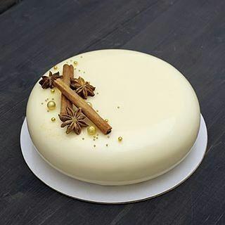 pastryinspirationschool.com . #Repost @arezunova: Внутри пряный морковный бисквит, хрустящий слой с орехом пекан, кули облепиха-мандарин, сырно-сливочный мусс