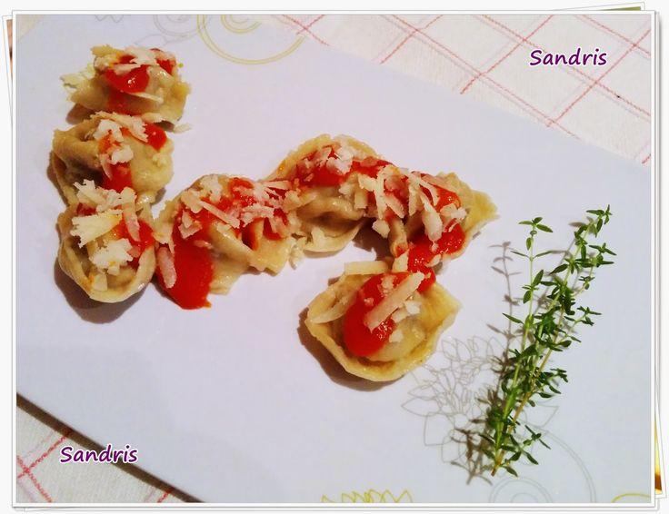Pasta fresca casera rellena de carne picada al vino tinto y tomillo