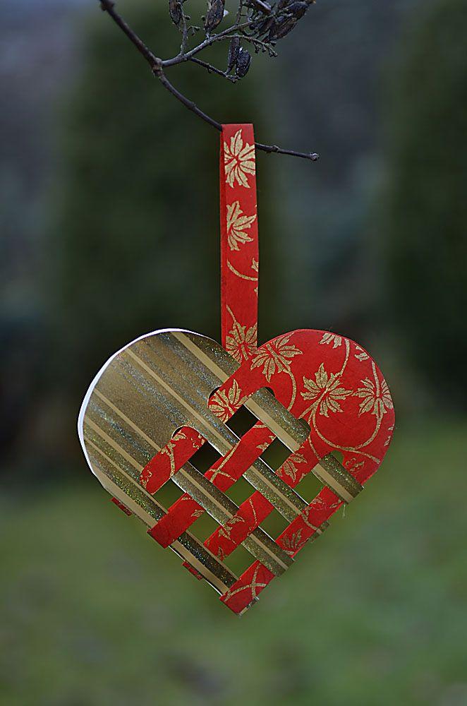 Julehjerter. Norwegian Yule Heart. Cut paper tree ornament: