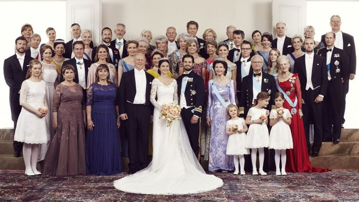 Sofia, Carl Philip und ihre Gäste auf dem offiziellen Hochzeitsfoto