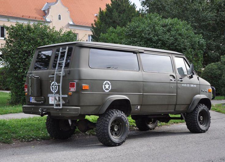 CHEVROLET CHEVY VAN 30, ehemaliges Feuerwehrauto von Rosenbauer/Austria ausgestattet,von privat umgestylt,am 12.8.2011 in Krems-Lerchenfeld gesehen.
