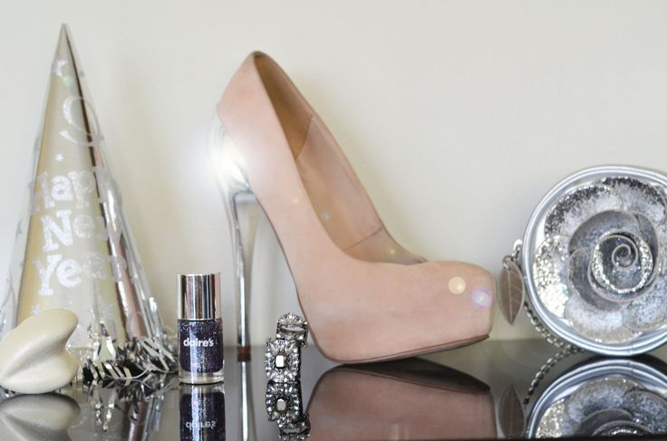getting ready for new year´s eve, #topshopshoes #claire´s #forever21ring #lush #glitter #silver #newyear