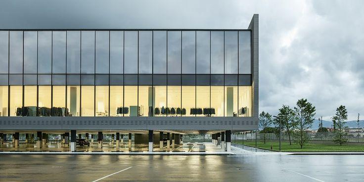 New Massimo Dutti Headquarters In Tordera  / Battle i Roig Architectes