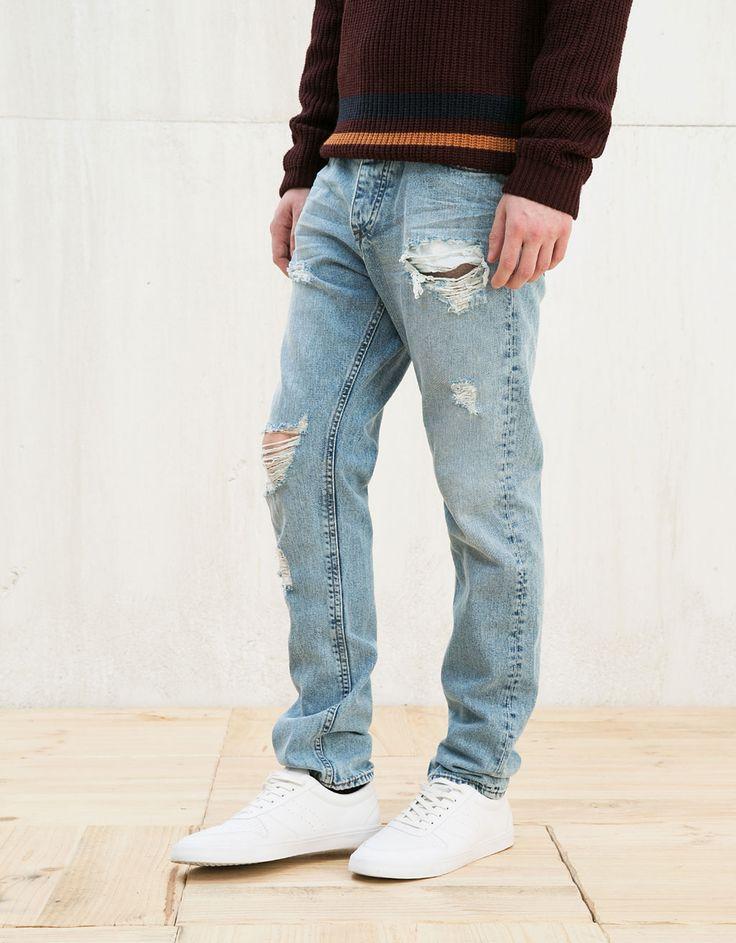 Vintage Slim Jeans mit Löchern. Entdecken Sie diese und viele andere Kleidungsstücke in Bershka unter neue Produkte jede Woche